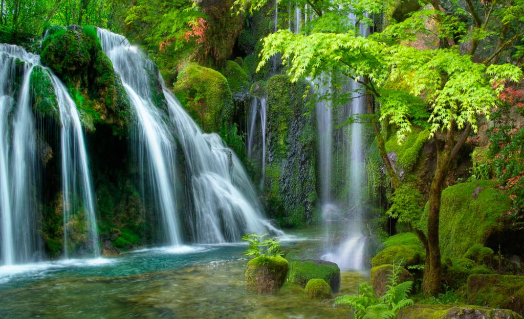 瀑布树木森林风景画山水背景瀑布背景风景画瀑布瀑布山水3d立体风景客