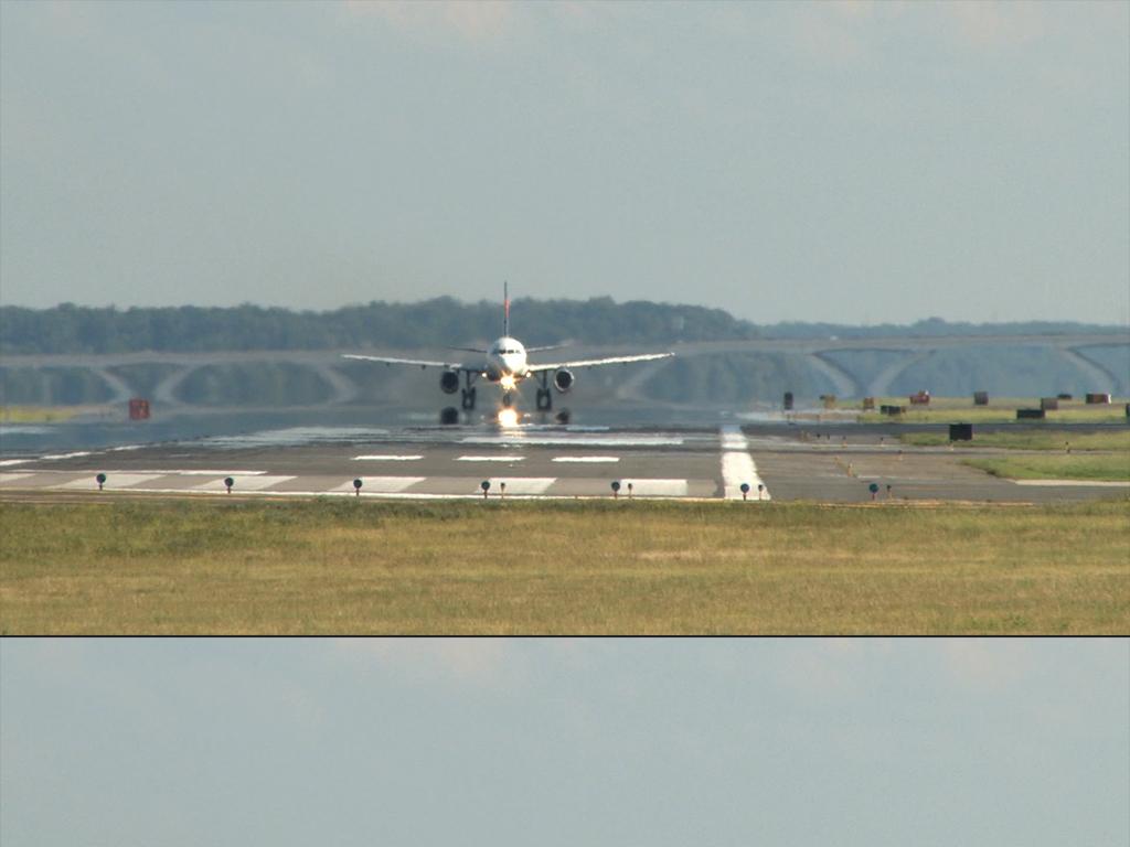 飞机从飞机场起飞飞行高清视频