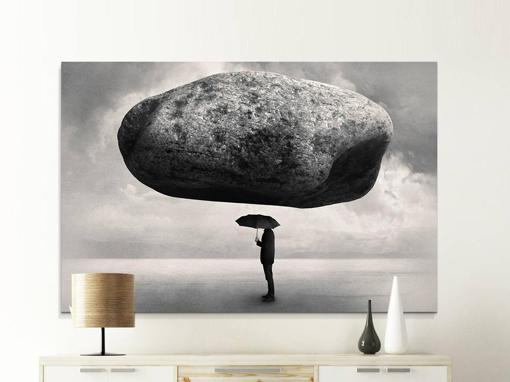 北欧创意人物雨伞顶石头黑白艺术装饰画