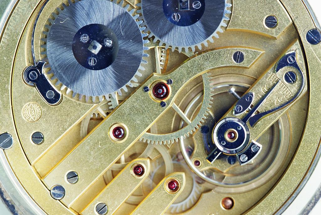 机械时钟精密仪器钟表时钟机械特写