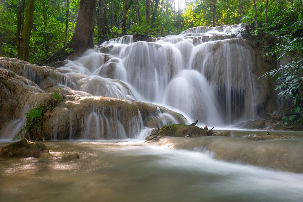 山间树林小溪流水森林
