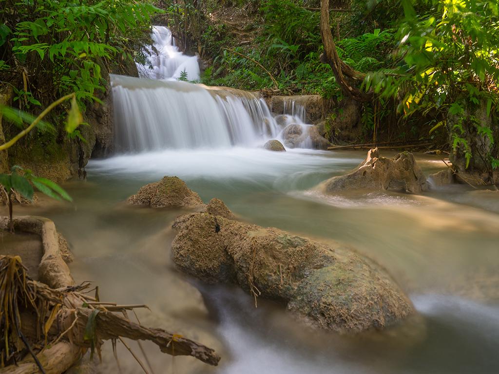 山间瀑布树林小溪流水