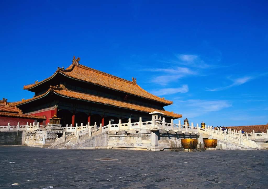 """【本作品下载内容为:""""中国旅游胜地古代建筑故宫景观风光""""模板,其他内容仅为参考,如需印刷成实物请先认真校稿,避免造成不必要的经济损失。】 【声明】未经权利人许可,任何人不得随意使用本网站的原创作品(含预览图),否则将按照我国著作权法的相关规定被要求承担最高达50万元人民币的赔偿责任。"""