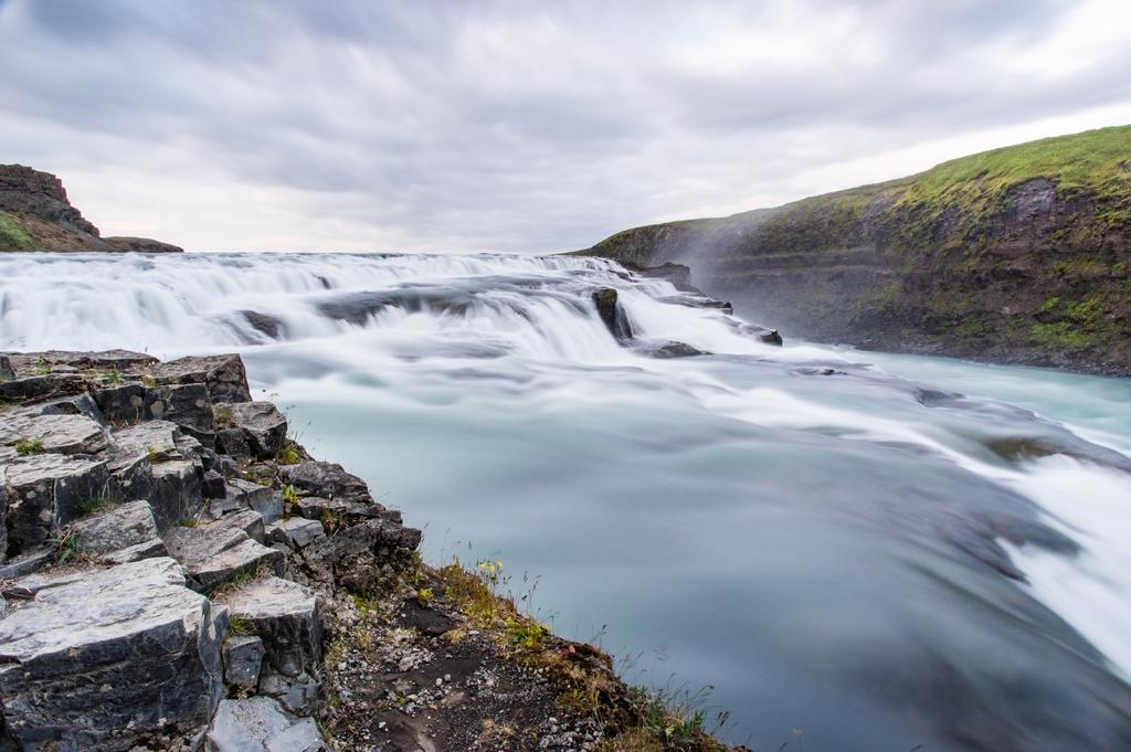 冰岛的辛格维尔国家公园河流瀑布壮观5k