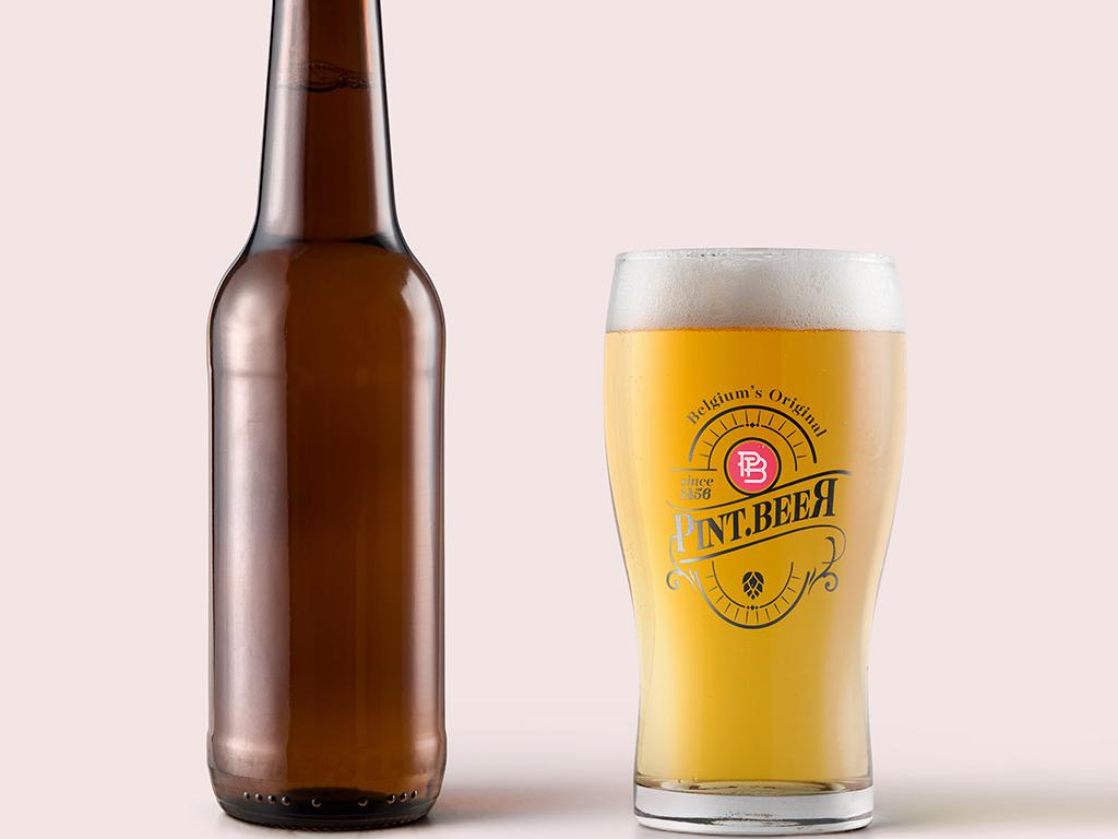 琥珀啤酒瓶子精修图啤酒标签展示psd样机