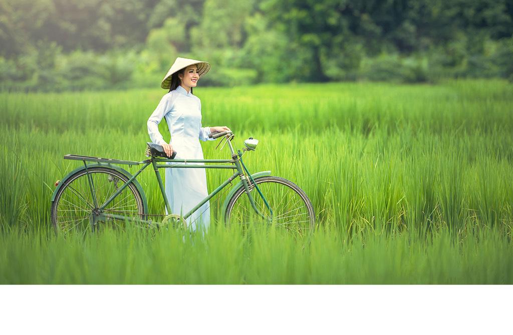 越南女孩斗笠自行车