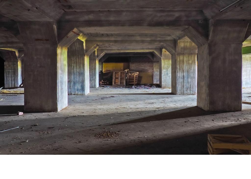 背景墙 电视背景墙 电视背景墙 > 欧式石柱高清停车场  素材图片参数